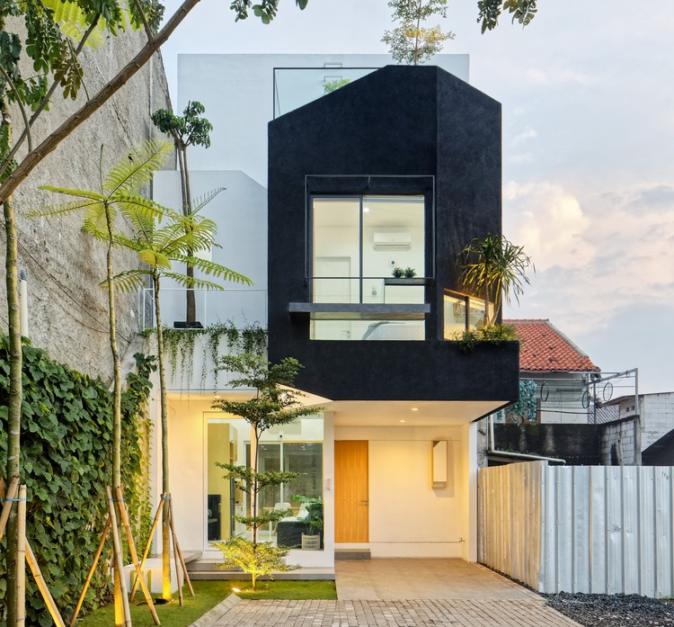 Linaya House / Delution Architect, Courtesy of Delution Architect