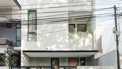 Casa Ambivert / TRST Architect