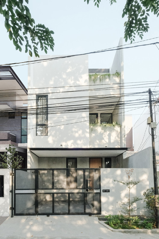 Ambivert House / TRST Architect
