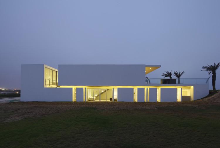 Paisagem, geometria e materialidade na arquitetura peruana: entrevista com Juan Carlos Doblado, Casa na praia La Jolla, Juan Carlos Doblado. Imagem © Juan Solano