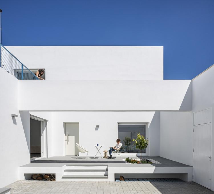Casa RR / VIDA architecture + MATRIZ arquitectura, © Jesús Granada