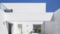 RR House / VIDA architecture + MATRIZ arquitectura