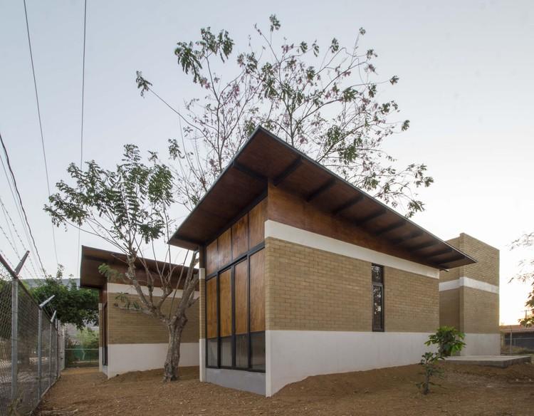 Salvador House / Apaloosa Estudio de Arquitectura y Diseño + Walter Flores Arquitecto, © Carlos Berdejo Mandujano