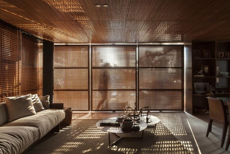 Cobogós e muxarabis: 30 exemplos de elementos vazados, Recanto do Colecionador / mf+arquitetos | © Felipe Araujo