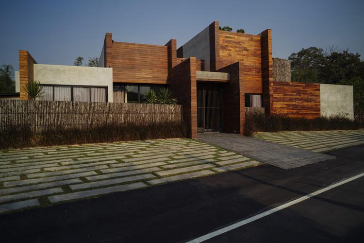 Casa Chalalai / Juti architects, © Peerapat Wimolrungkarat