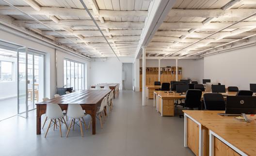 Co-work Tipografía / Alexandre Loureiro Architecture Studio
