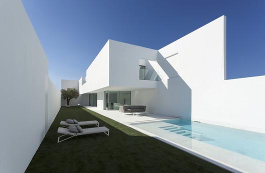 Casa Pati Blau / Fran Silvestre Arquitectos