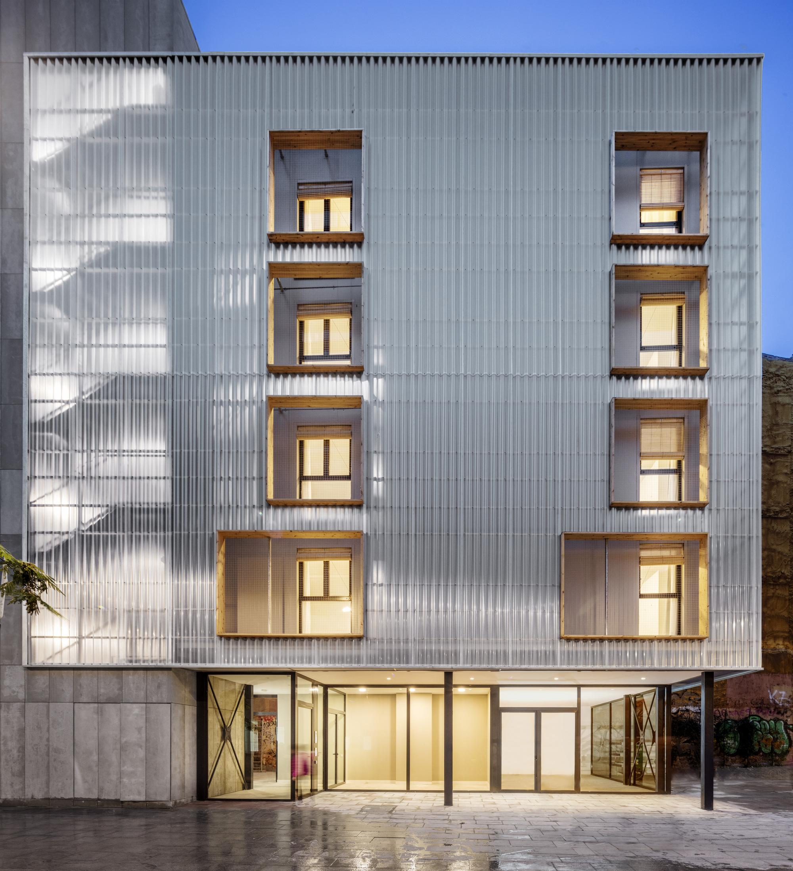 Aprop Ciutat Vella Emergency Housing / Straddle3 + Eulia Arkitektura + Yaiza Terré