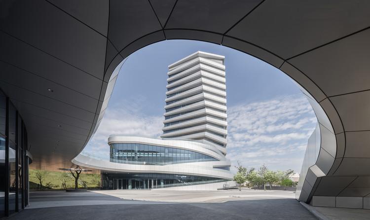 Giant Group Global Headquarters / J.J. Pan & Partners, © YHLAA