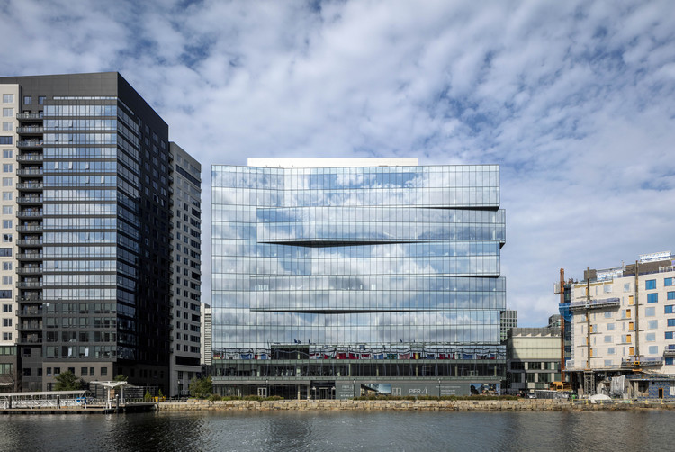 Pier 4 Office Building / Elkus Manfredi Architects, © Magda Biernat