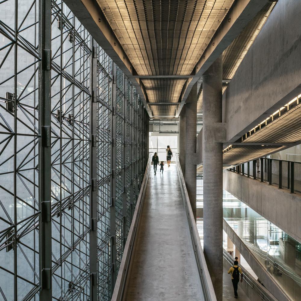 Tipos de encofrados para moldear el hormigón visto,Sesc 24 de Maio / Paulo Mendes da Rocha + MMBB Arquitetos. Image © Nelson Kon