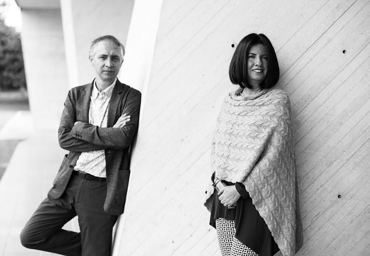 """Daniel Bonilla y Marcela Albornoz sobre la crisis: """"Uno se reduce, se reinventa, y vuelve a florecer"""", Daniel Bonilla y Marcela Albornoz. Image Cortesía de taller de arquitectura de bogotá"""