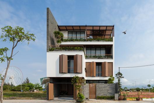 Villa Trung / EVITArchitecture
