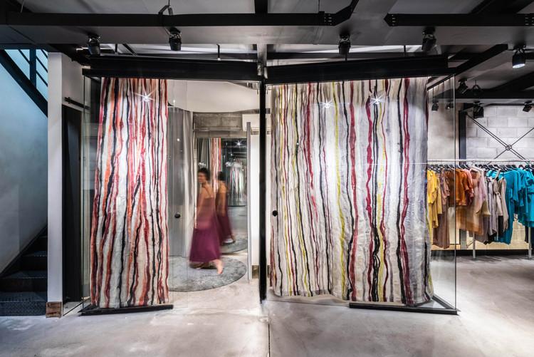 Loja Fernanda Yamamoto / Atelier Danier Corsi, © Guilherme Pucci
