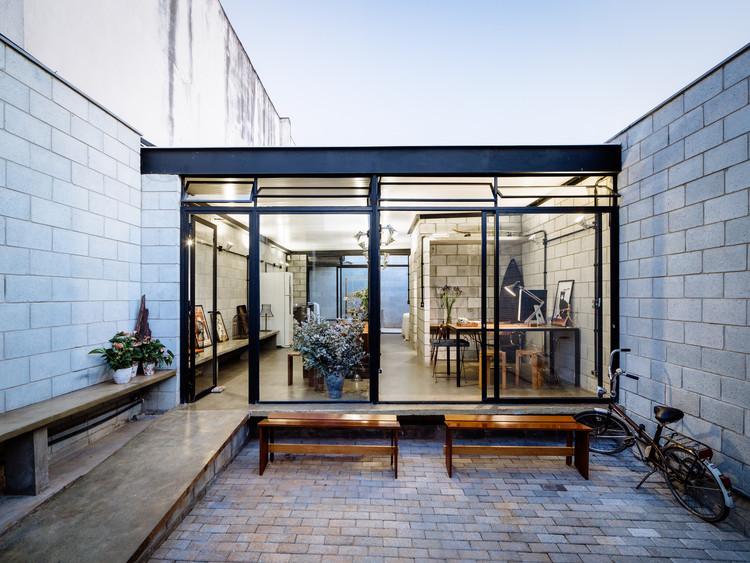 Casas brasileiras: 15 residências com blocos de concreto, Casa + Estúdio / Terra e Tuma Arquitetos Associados. Imagem: © Pedro Kok