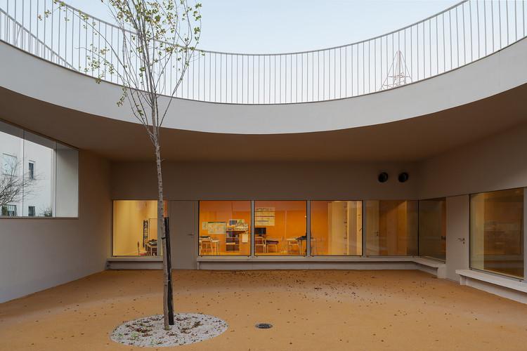Caselas School and Kindergarten / Site Specific Arquitectura + Patrícia Marques e Paulo Costa, © Daniel Malhão