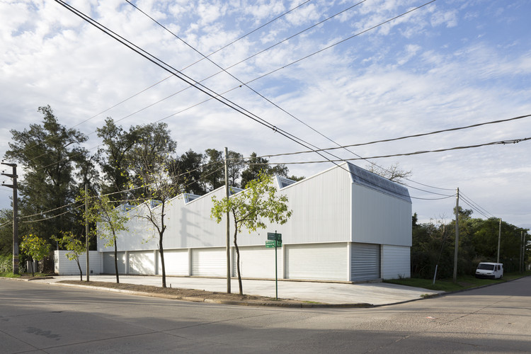 Montegrande Commercial Center / Sava Arquitectos, © Javier Agustín Rojas
