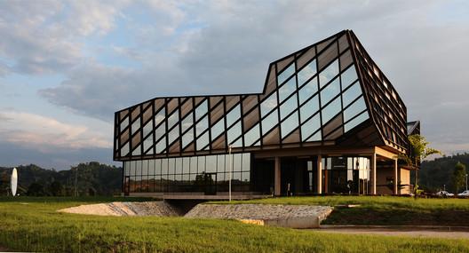 E3MG - Ecole des Mines et de la Métallurgie de Moanda / Maissa Architectures