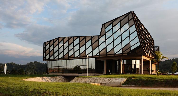 E3MG - Ecole des Mines et de la Métallurgie de Moanda / Maissa Architectures, © David Ignaszewski
