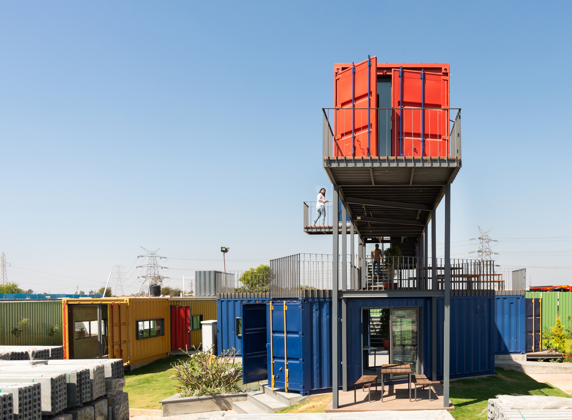 Colourfully Contained Experiences / Balan and Nambisan Architects