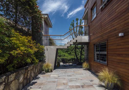 Casa Estudio Casuarinas / Oscar Gonzalez Moix