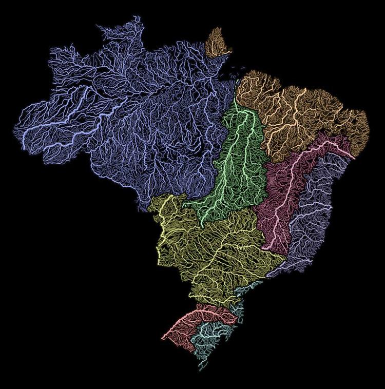 As veias do Brasil: arco-íris das bacias hidrográficas do território nacional, Cortesia de Bruno Pinheiro e Carlos Diego. Via Águas