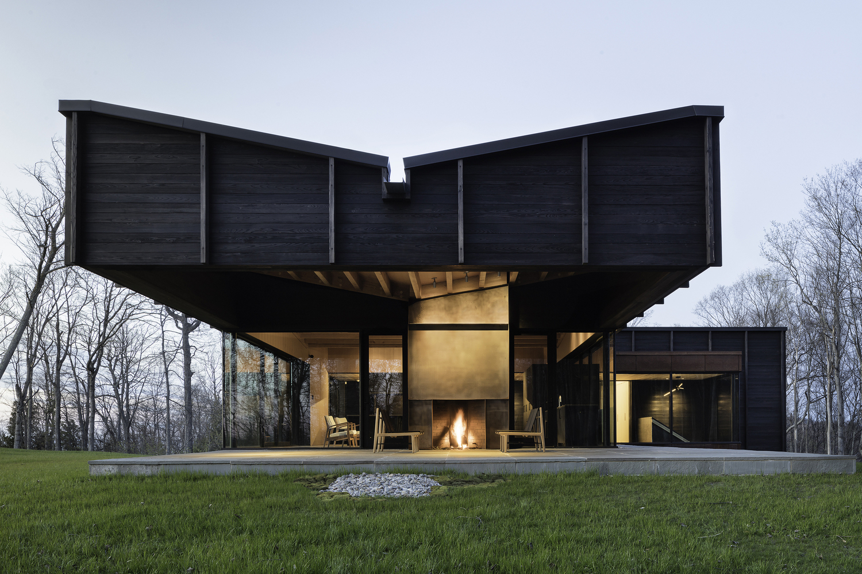 Consejos para aprovechar el agua de lluvia en proyectos de arquitectura,Michigan Lake House / Desai Chia Architecture + Environment Architects. Image © Paul Warchol
