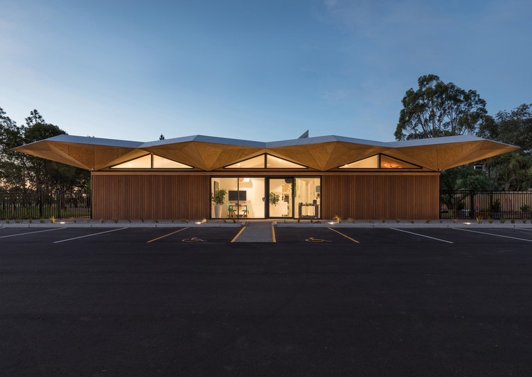 Three Trees Learning Centre / Collingridge and Smith Architects. Image © Mark Scowen