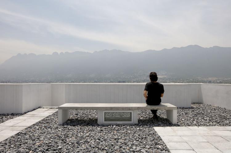 """S-AR: """"La ciudad no tiene sentido sin el espacio público que nos conecta, no se puede resumir a pantallas"""", Casa CV / S-AR + Carlos Valdez. Image © Ana Cecilia Garza Villarreal"""