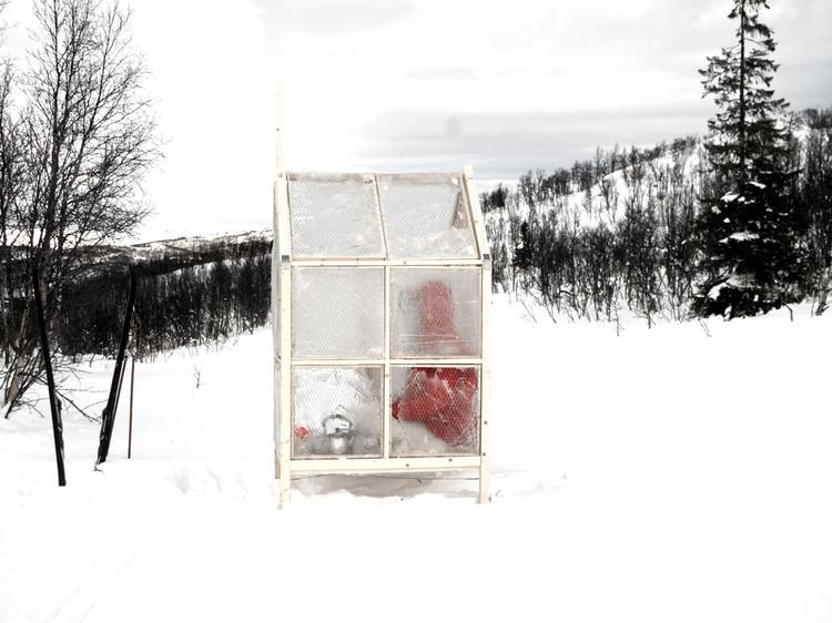 Arquiteturas nômades: se deslocar sem sair de casa, Pequeno abrigo de pesca nas margens do Lago Msvatn Telemark, Noruega. Imagem © Astrid Rohde Wang e Olav Lunde Arneberg