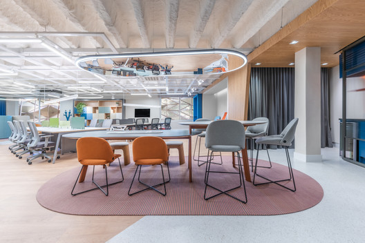 Riccó Hub  / Mombá Arquitetura