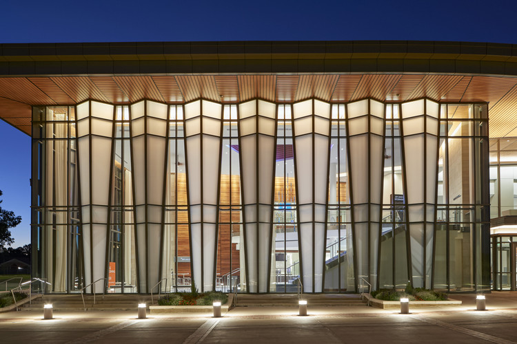 Jay and Susie Gogue Performing Arts Center / Wilson Butler Architects, © Robert Benson Photography