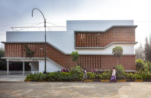 Casa 'Inside Out' / Gaurav Roy Choudhury Architects GRCA