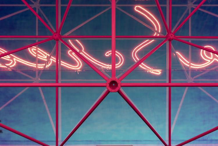 Garage Screen Cinema / SYNDICATE Architects. Image © Daniel Annenkov