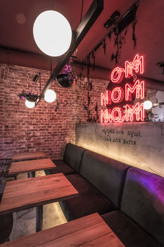 OMNOMNOM Vegan Cafe / replus design bureau. Image © Dmytro Sorokevych