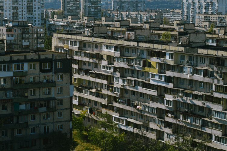"A Display of Informal Architecture: New Documentary on the Ukrainian Makeshift Balconies Phenomenon, Scene from ""Enter Through The Balcony"" trailer. Image Courtesy of Minimal Movie"