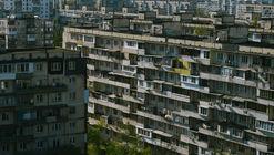 Nuevo documental muestra el fenómeno de los balcones improvisados en Ucrania