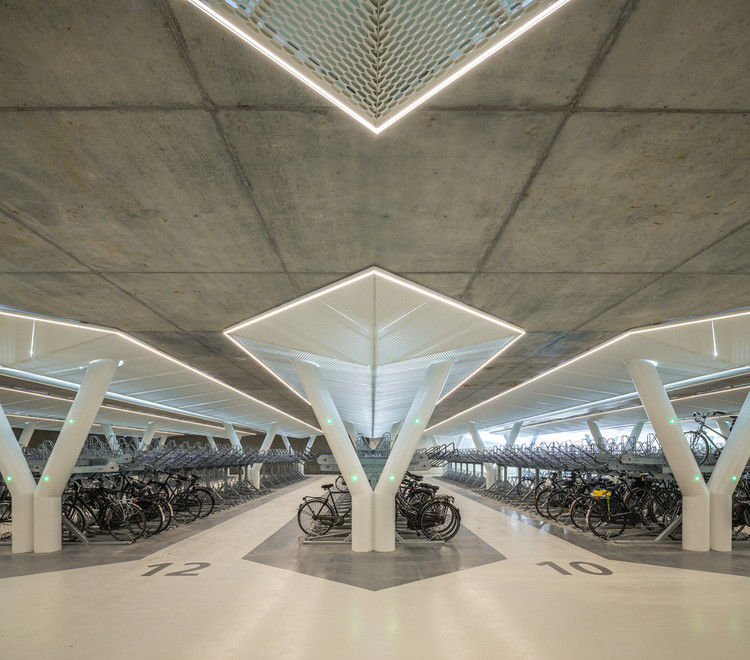 10 Points of a Bicycling Architecture, Strawinskylaan Bicycle Parking / wUrck. Image © Jan de Vries