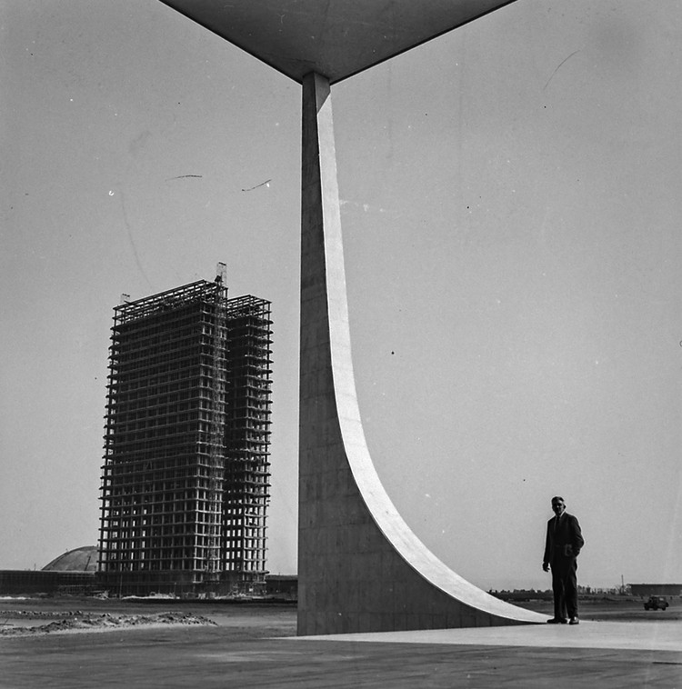 Wikipedia lança concurso para melhorar artigos relacionados à Brasília, Congresso Nacional em construção, visto do STF, 1958. Imagem do Fundo Agência Nacional, do Arquivo Nacional, sob Domínio Público