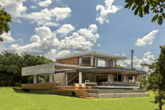 Concrete House / Costaveras Arquitetos
