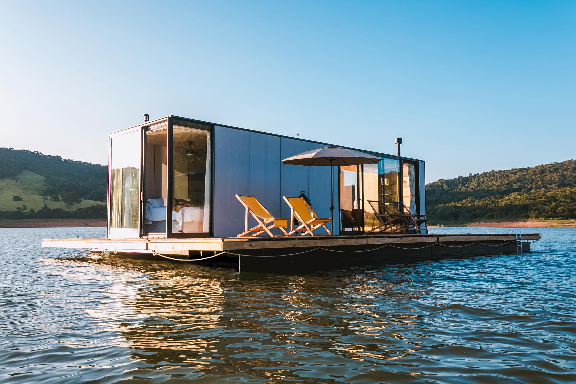 Floating House waterlilliHaus / SysHaus