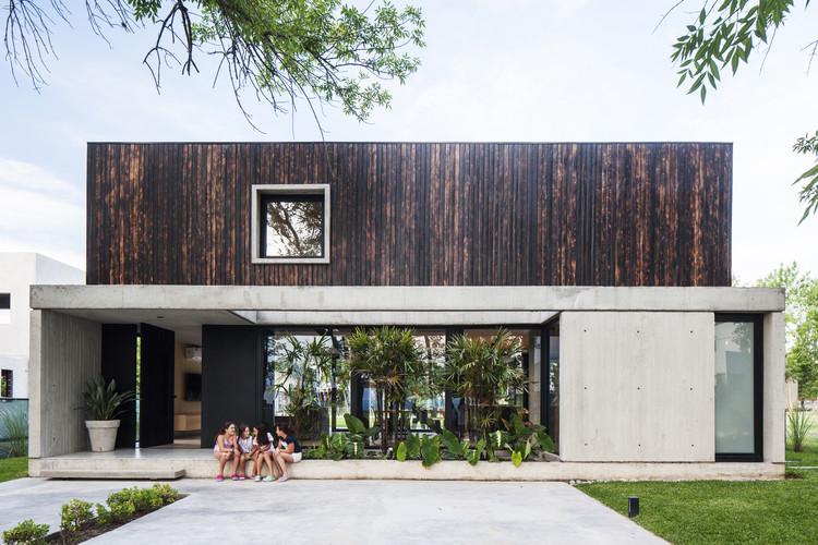 Casa negra / Estudio V2 Arquitectos, © Alejandro Peral