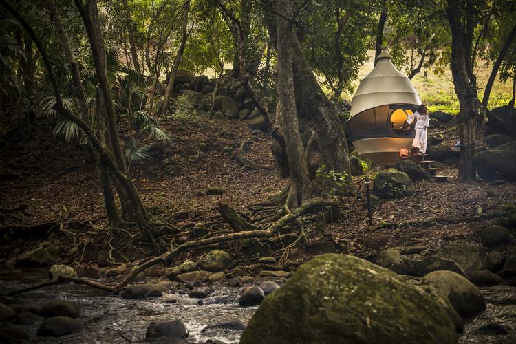 Seedpod / Nomadic Resorts, © Peter Jackson