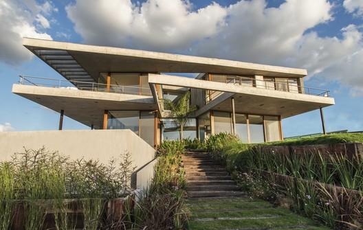 EA House / Juan Trivelloni Arquitectura