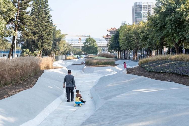 Memory of the Land / NODE Architecture & Urbanism, KU Landscape river. Image © Chao Zhang
