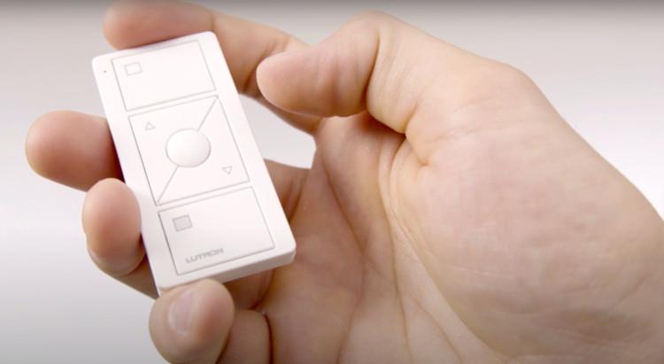 Serena Shades de Lutron: Programación del control remoto Pico. Imagen Cortesía de Lutron