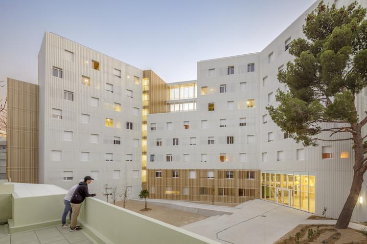 Possibilidades construtivas da madeira em 8 edifícios em altura, Moradia Estudantil Lucien Cornil / A+Architecture. Imagem: © Benoit Wehrlé