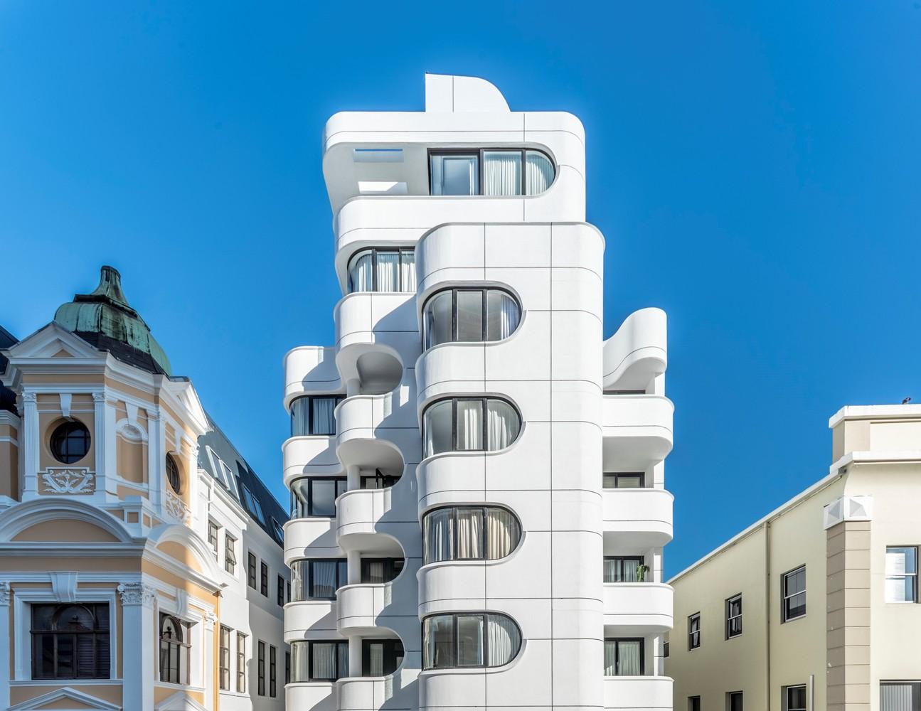 Tuynhuys Apartment Building / Robert Silke & Partners