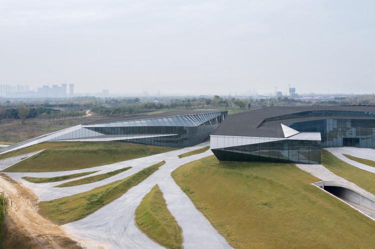 Gelände in das Gebäude und die Unterführung eingeführt. Bild © Zhi Xia