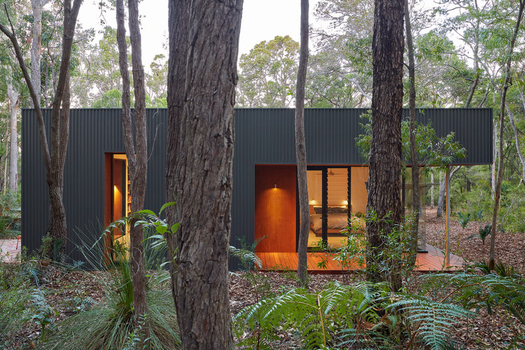 Casa escondida / Archterra Architects, © Douglas Mark Black